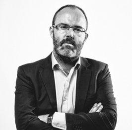 Leandro Pérez co-fundador de Tres Tristes Tigres blanco y negro