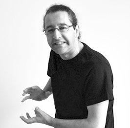 Juanjo José Espí Senior WordPress Dev en Tres Tristes Tigres blanco y negro