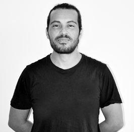 Raúl Aguilera Diseñador gráfico en Tres Tristes Tigres blanco y negro