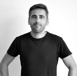 Pedro Corella Senior WordPress Dev en Tres Tristes Tigres blanco y negro