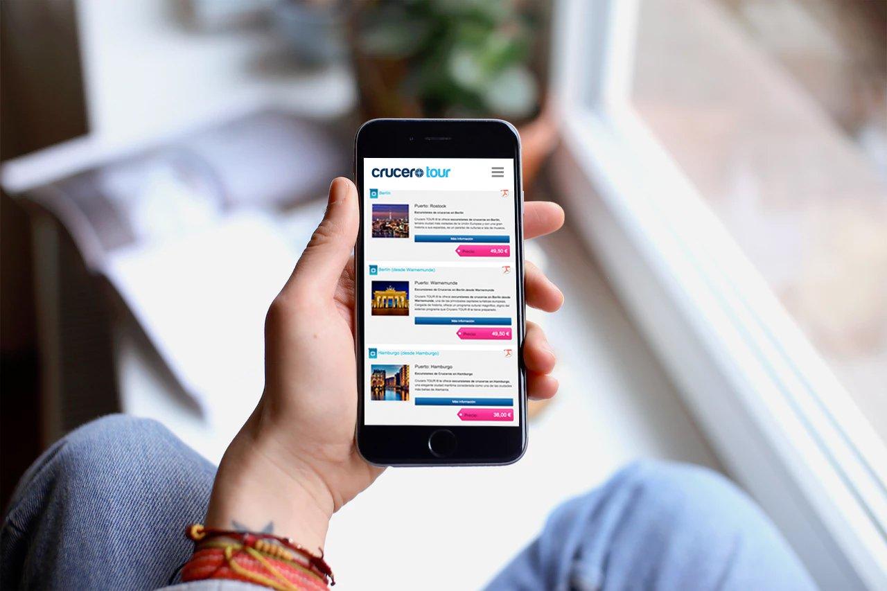 Mockup de la página web Crucero Tour en versión móvil