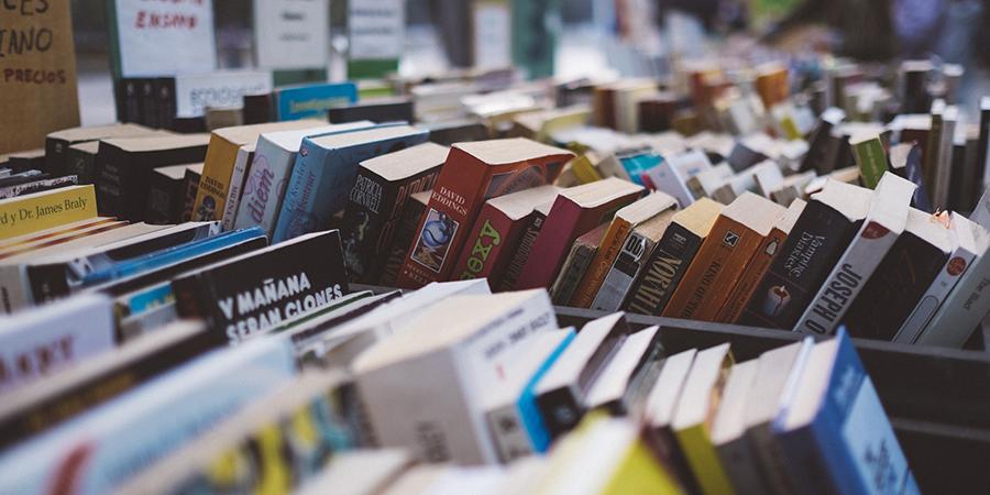 Header libros en la calle